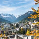 Bild von Davos im Herbst für Kontakt Adresse Davos